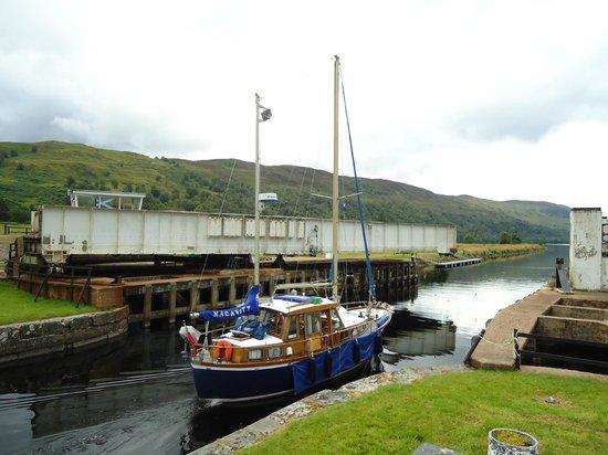 Caledonian Canal Visitor Centre: Barragem em Fort Augustus