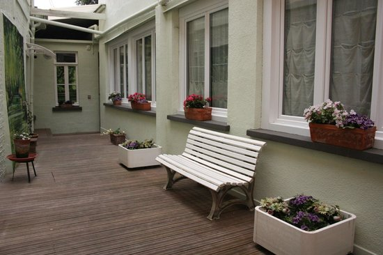 Hotel Le Saint Louis: patio