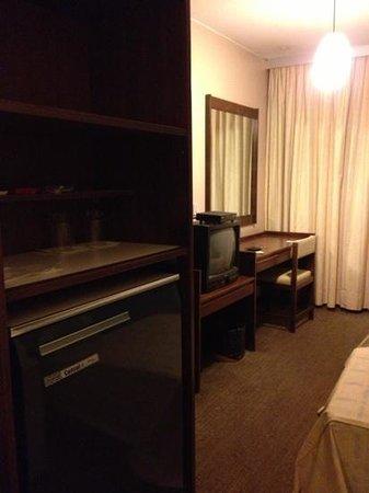 Aracoara Hotel: velho, carpete.