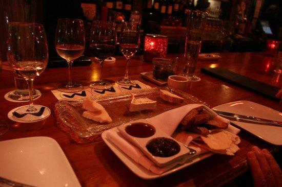 Willi's Wine Bar: チーズとワインのティスティング