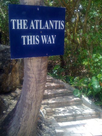 Atlantis Restaurant: Beach trail