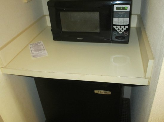 Comfort Suites Myrtle Beach: Microwave counter in my room
