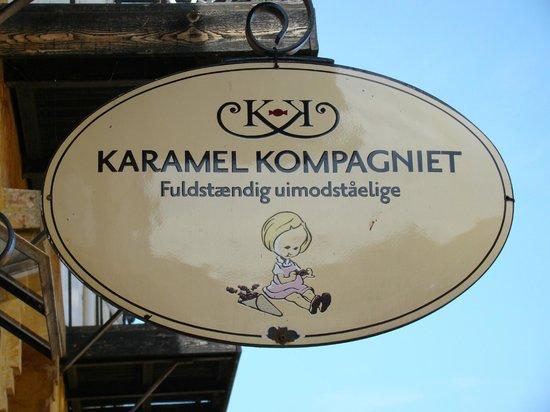 Karamel Kompagniet A/S: Szyld cukierni