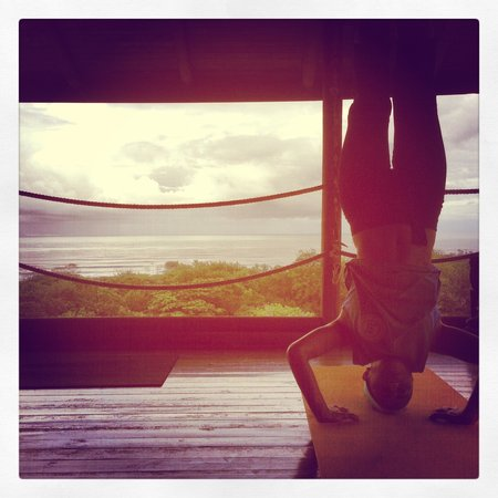 Horizon Ocean View Hotel and Yoga Center: Yoav and Gali  guided me into my first headstand!