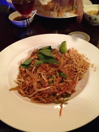 Kazumi Japanese Steakhouse and Sushi Bar : Chicken Pad Thai