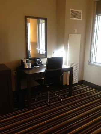 Hampton Inn & Suites Denver Downtown-Convention Center: Desk area
