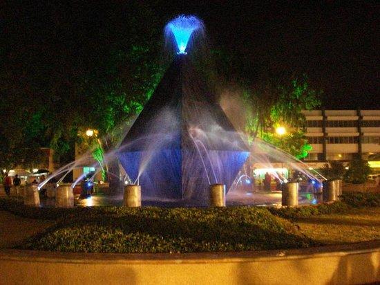 David, Panamá: Vista Nocturna de la fuente