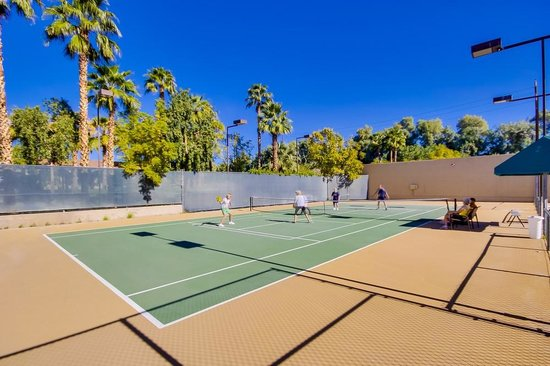 Emerald Desert RV Resort: Tennis