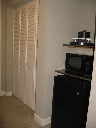 Holiday Inn Baton Rouge College Drive : microwave & fridge -- Holiday Inn, Baton Rouge