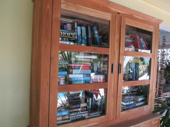 Paradera Park Aruba: Book library
