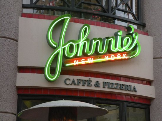 Johnnie's New York Pizzeria: Exterior