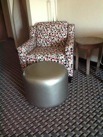 Holiday Inn Express Hotel & Suites: Comfortable chair at Holiday Inn Express, Kerrville