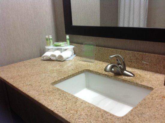 Holiday Inn Express Hotel & Suites: Bathroom at Holiday Inn Express, Kerrville TX