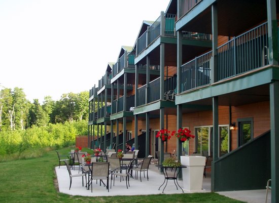 Holiday Inn Express Munising -  Lakeview: View of balconies