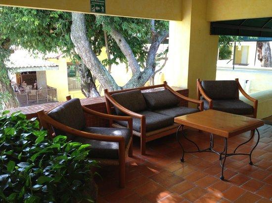 Real de Chapala: sala pasillo cuartos