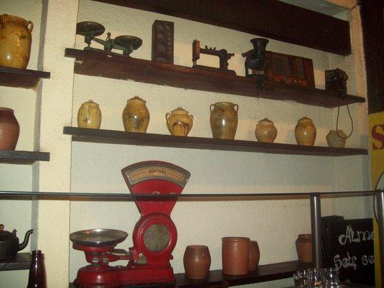 Emporium Armazem Mineiro: Decoração típica de armazém do interior