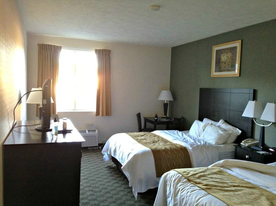 كومفورت إن وايت هول: It's not the Ritz, but it is clean, comfortable and everything in working order.