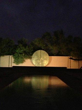 Hôtel Dar Sabra Marrakech : Night photo of the pool