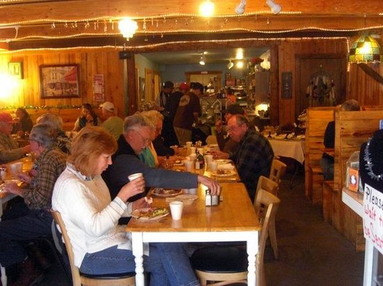 Fat Cat Cafe: Interior of Fat Cat-cozy community table