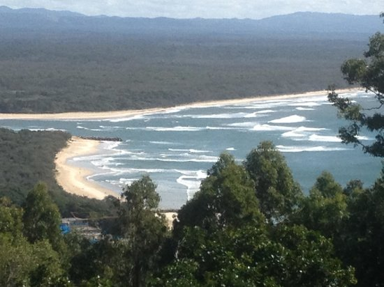 The Noosa Apartments : Noosa beach from look-out