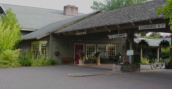 فيلدج جرين ريزورت: Lobby entrance