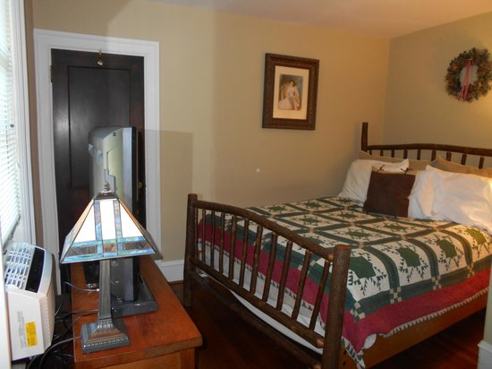 Mayor Lord's House Bed & Breakfast: Bedroom of Mim's Suite