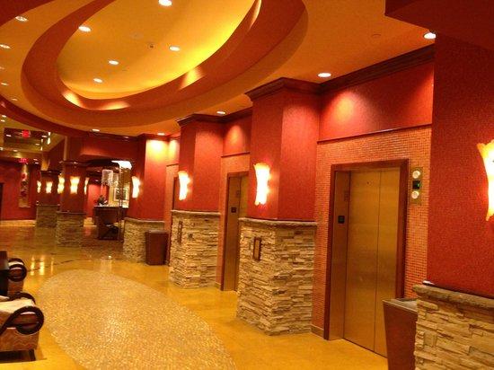 Embassy Suites by Hilton Nashville SE - Murfreesboro: Elevator/Front Desk area