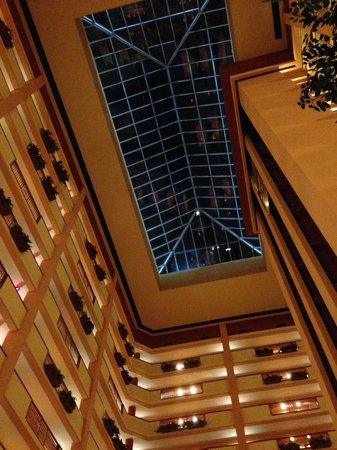Embassy Suites by Hilton Nashville SE - Murfreesboro: Skylights in Atrium