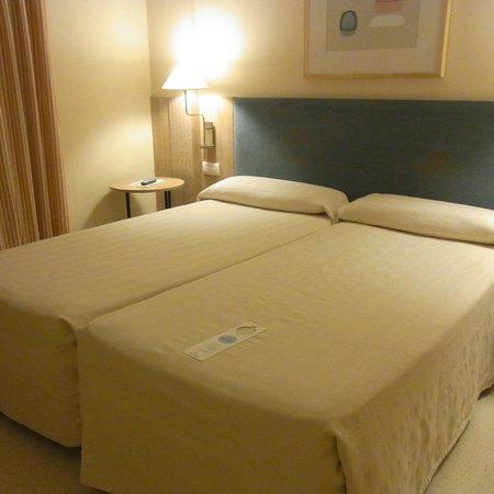 Hotel Jardines del Turia: ベッド