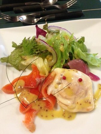 Pension Tomato: Salmon salad with a nice fresh dressing (part of dinner)