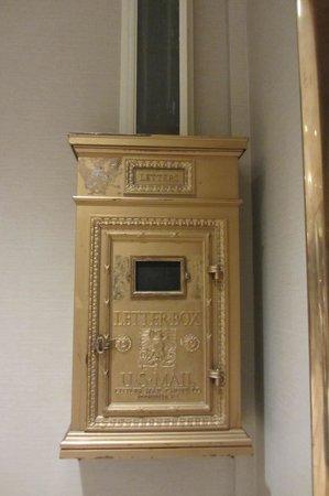 Peoria Marriott Pere Marquette: Old mailbox