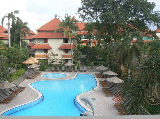 White Rose Kuta Resort, Villas & Spa: Pool view in front from top floor