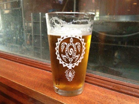 Maui Brewing Co. Brewpub : Big Swell IPA - love the turtle!