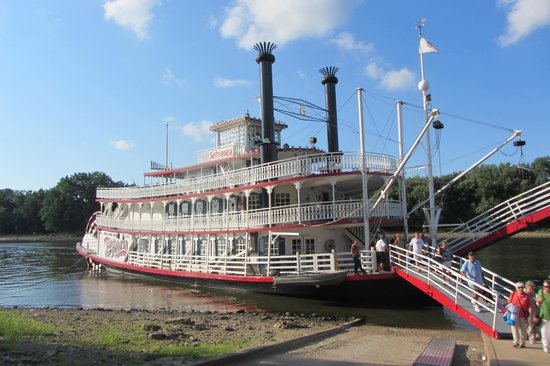 Spirit of Peoria - Day Tours : Docking at Starved Rock State Park