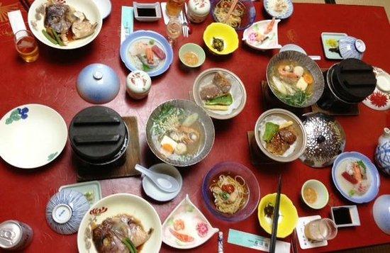 Hotel Kowakuen: 鯛めし、ミニステーキ、鯛兜煮、