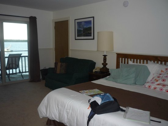 Edgewater Motel & Cottages: the room