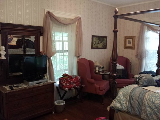 The Queen's Residence B&B: Queen Room #2