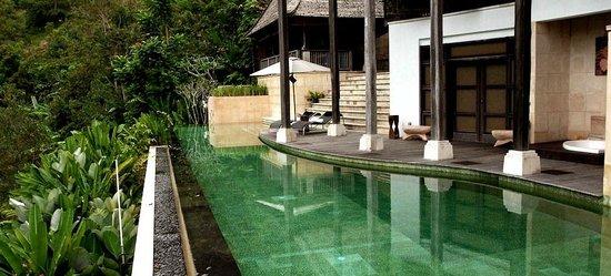 Casabrina Vacation Villas: Lounging by the pool