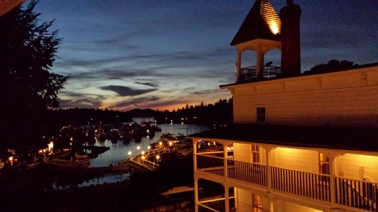 Roche Harbor Resort: Night view of harbor - Partial View Room