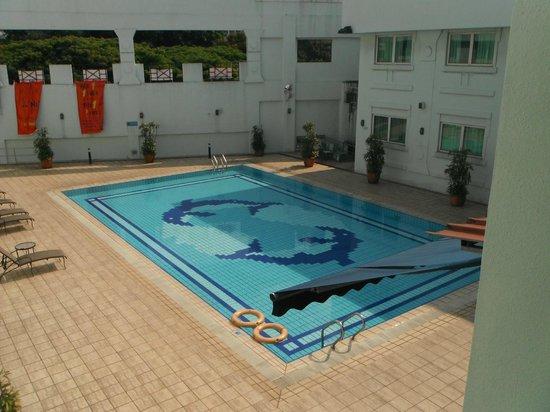 Hotel 81-Tristar: Pool Area