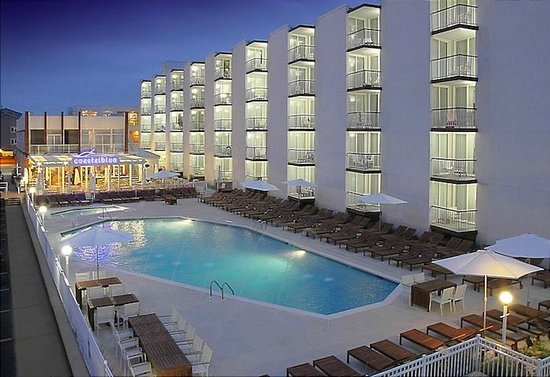 Icona Diamond Beach : The pool and restaurant