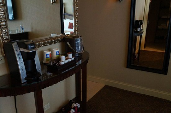 Wyndham Grand Chicago Riverfront: Rm. 1408 - In Room Keurig