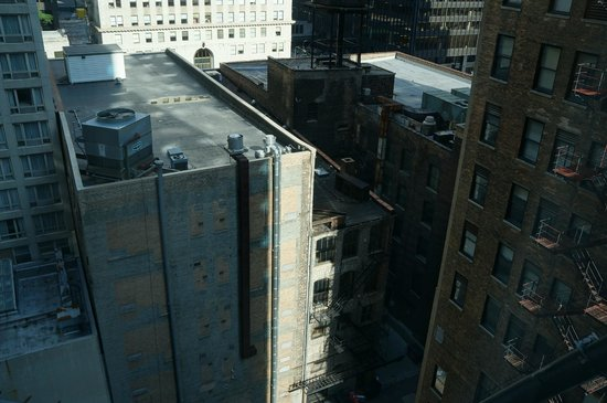 Wyndham Grand Chicago Riverfront: Rm. 1408 - View of Alley & Construction
