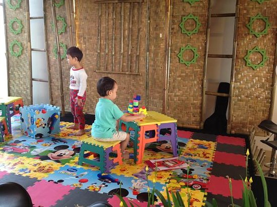 PRIME PARK Hotel Bandung: small play area at the restaurant