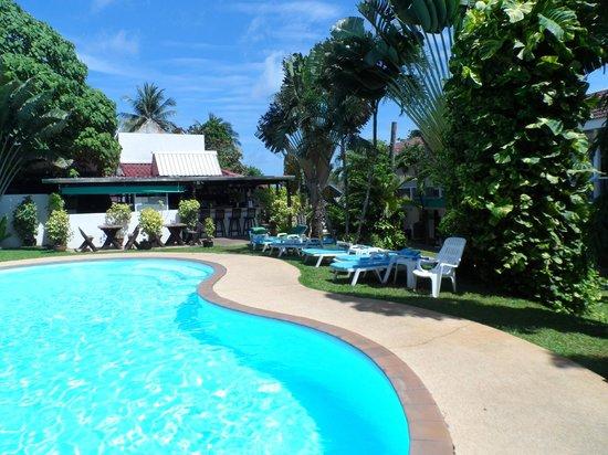 Kata Villa: Pool area from rear looking toward bar & restuarant