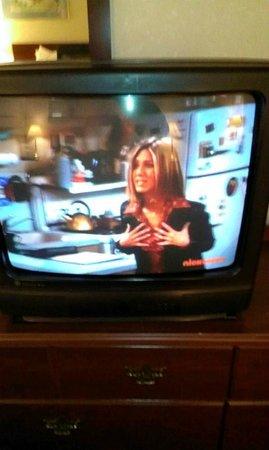 Howard Johnson Pikesville: OLD SCHOOL MULLET ERA TUBE GE TV