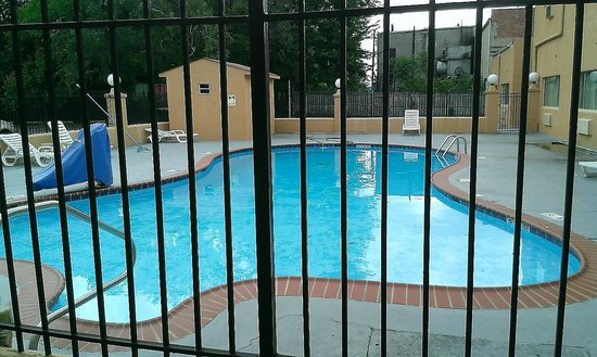 Howard Johnson Pikesville: OUTDOOR POOL OPEN ONLY FROM 1300 TO 1900 HOURS