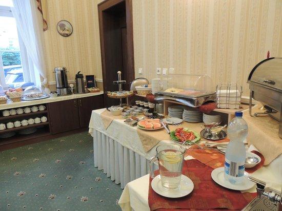 Hotel Ontario Garni: Breakfast