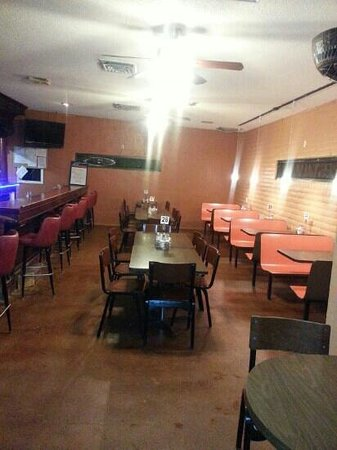 Fred's Restaurant & Lounge: lounge seating