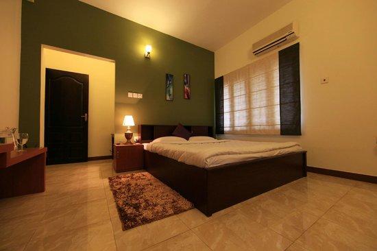Master Comfort Inn: Bedroom no:1 in a 2 Bedroom Apartment